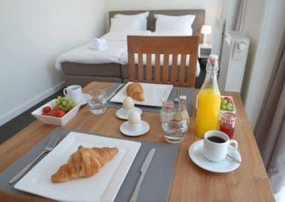BnB De Moerbei Texel De Cocksdorp centrum ontbijt in de tuin of op de kamer