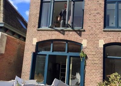 Helpende handjes bij de verbouwing De Moerbei Texel 2