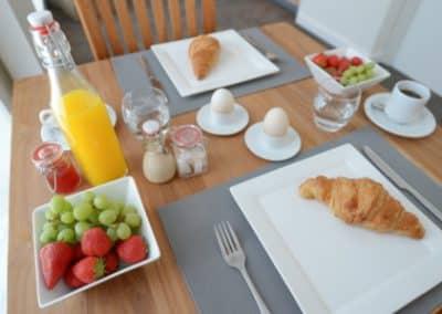 BnB De Moerbei Texel De Cocksdorp luxe sfeervolle kamers met ontbijt_op_de_kamer_of_in_de_achtertuin WEB