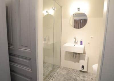 BnB De Moerbei Texel kamer Rubra met eigen luxe badkamer en toilet