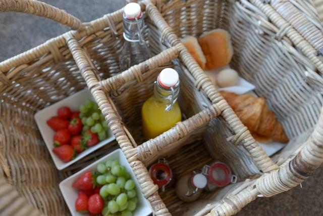 BnB-De-Moerbei texel - ontbijt op de sfeervolle gastenkamers met eigen badkamer of in de tuin - De Cocksdorp